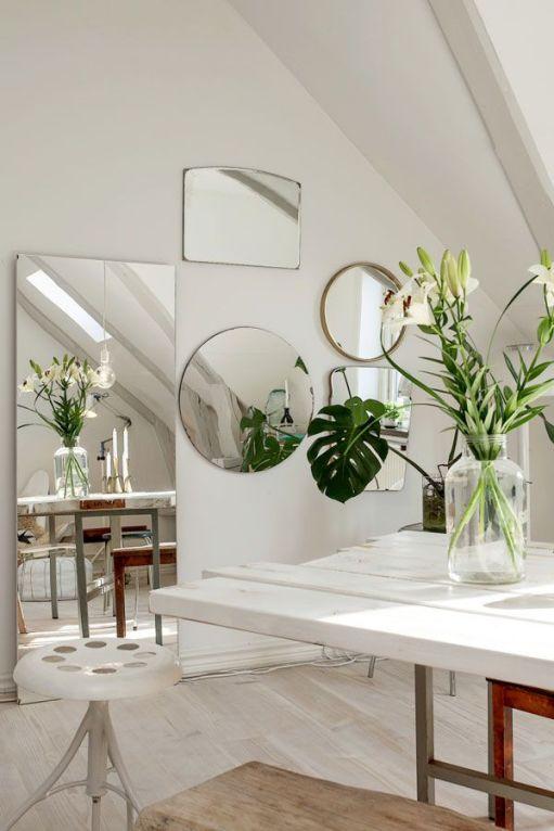 specchio parete bianca